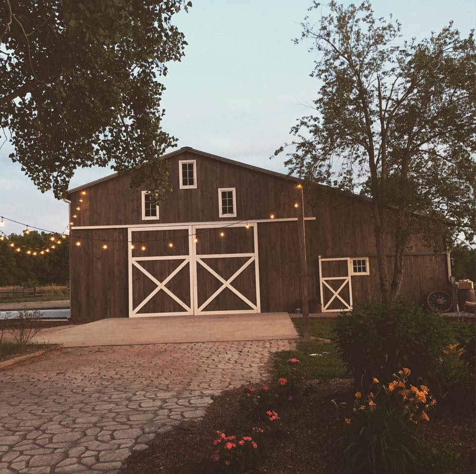 Great photo of the barn at dusk