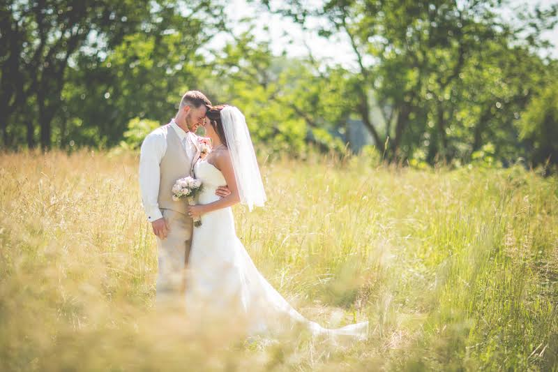 Beautiful picture of the Bride and Groom.